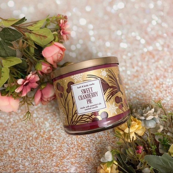 Bath and body work bbw sweet cranberry pie candle